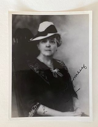 Lucy Maud Montgomery signed portrait photo. Lucy Maud MONTGOMERY
